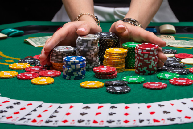 How Do Casinos Get People To Stay Within The Establishment For A Longer Period?